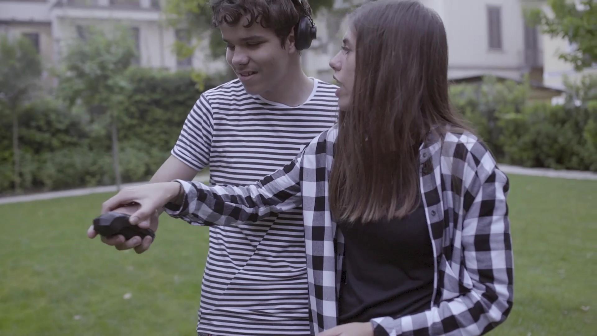 Arianna Ortelli a 24 anni inventa una console per far giocare ipo e non vedenti. La sua storia - Valore Responsabile