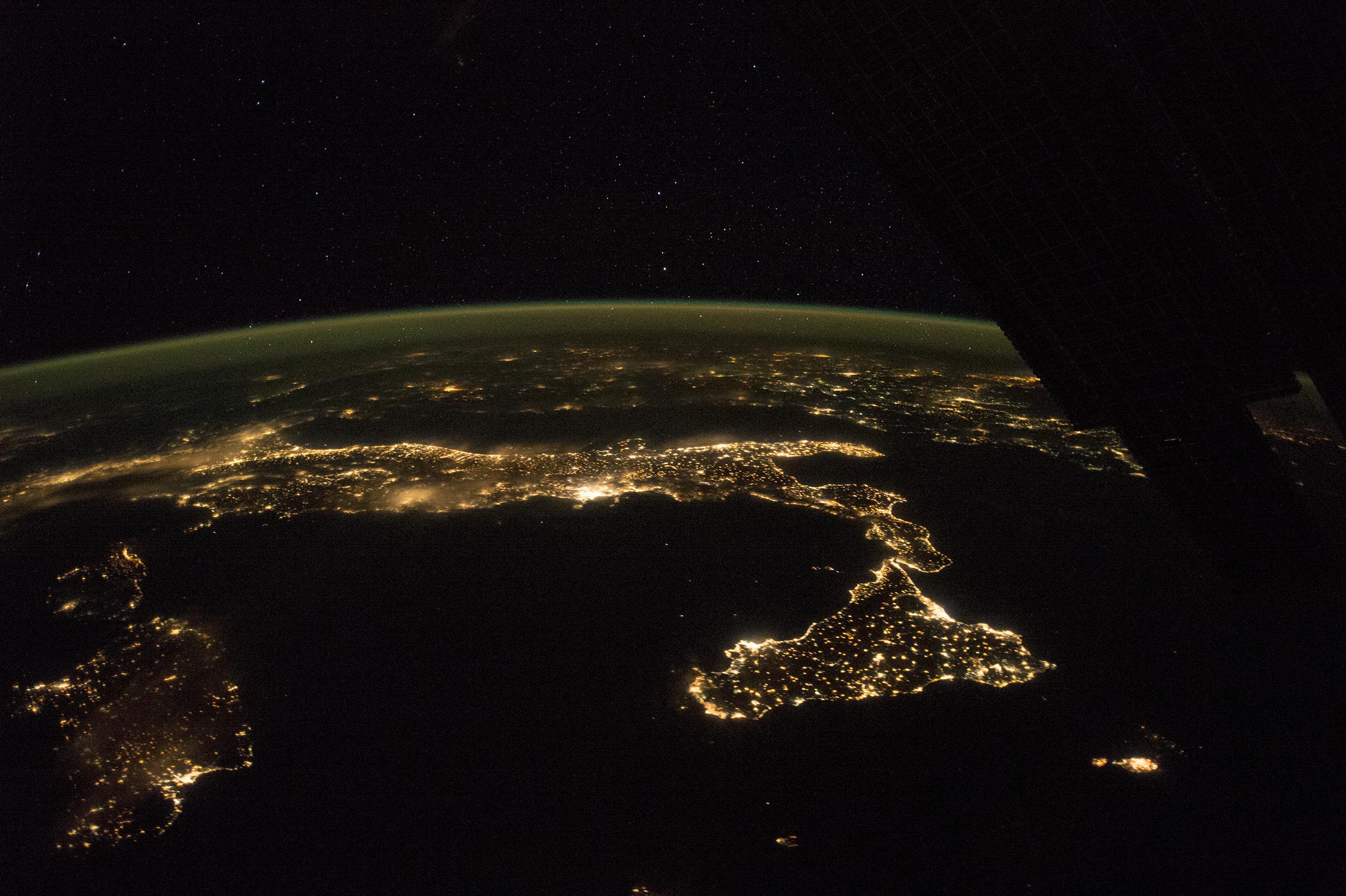 """L'allarme degli scienziati: """"L'inquinamento luminoso cresce del 2% l'anno"""" - Life"""